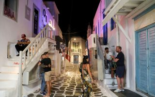 greek-tourism-faces-tense-summer-of-patience