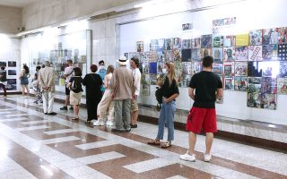 long-queues-forming-at-syntagma-for-free-rapid-test