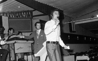 legendary-crooner-dies