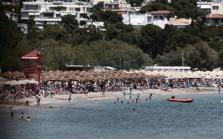 private-beaches-on-athens-southern-coast-help-public-beat-the-heat