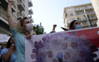 health-care-workers-protest-against-mandatory-vaccines