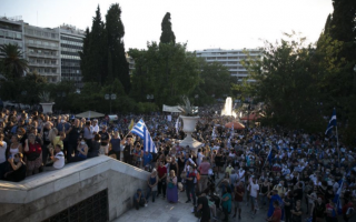 anti-vaxxers-clash-with-police-in-athens
