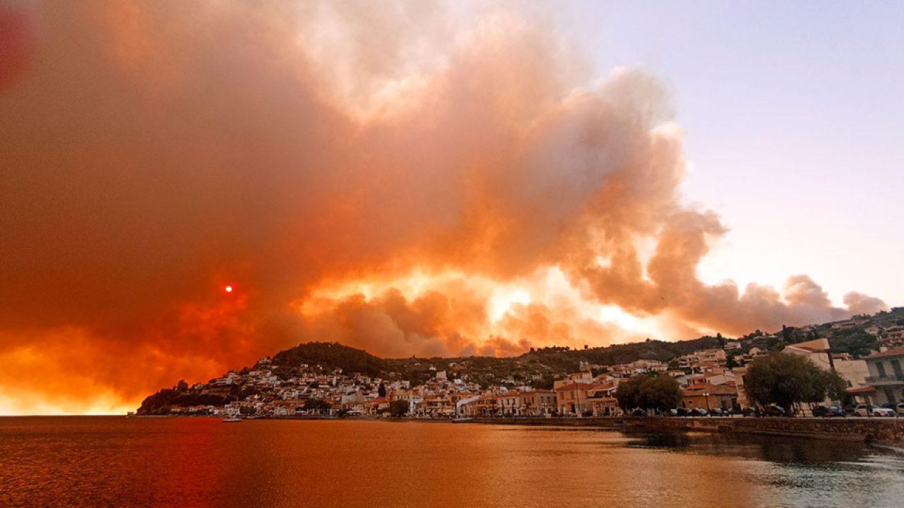 Six villages evacuated in Evia as fire burns through forest |  eKathimerini.com