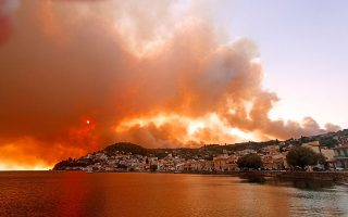 six-villages-evacuated-in-evia-as-fire-burns-through-forest