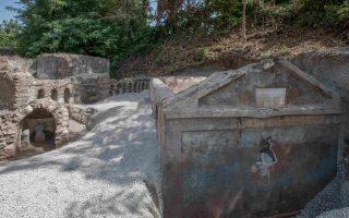 archaeologists-find-skeleton-evidence-of-greek-in-pompeii