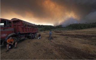 tears-and-anger-as-greek-island-residents-face-wildfire-aftermath