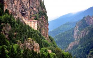 ecumenical-patriarch-officiates-at-the-liturgy-at-soumela-monastery
