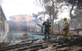 more-people-evacuated-in-dangerous-northern-athens-wildfire
