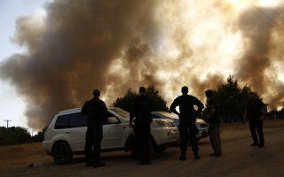 resurgent-fires-torch-homes-threaten-monuments