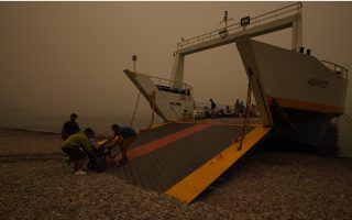 massive-forest-fire-in-greece-still-burning-for-7th-day