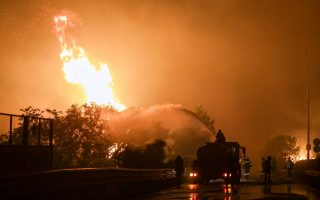 help-pours-in-as-greece-battles-with-devastating-wildfires