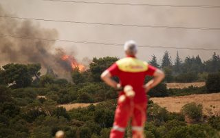 power-supply-to-eastern-athens-at-risk-from-blaze