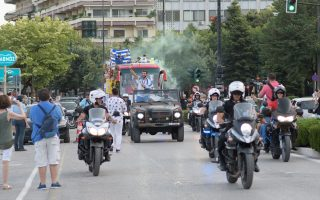 olympic-gold-winner-given-hero-s-welcome-in-native-ioannina