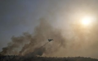 crews-race-to-contain-fire-near-athens-after-thousands-flee