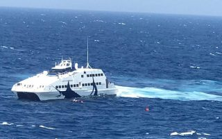 all-passengers-rescued-from-yacht-wreck-off-milos