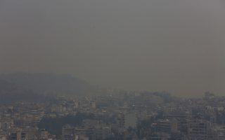 mask-use-urged-against-athens-smoke