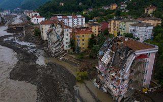 turkey-evacuates-some-flooding-victims-death-toll-hits-62