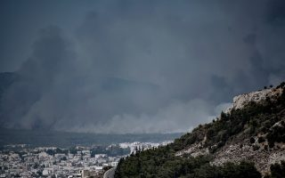 evacuations-ordered-in-northern-athens-as-fire-expands