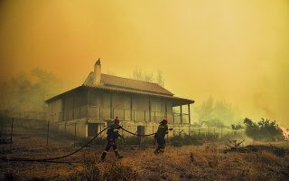 wildfire-rages-for-third-day-in-vilia