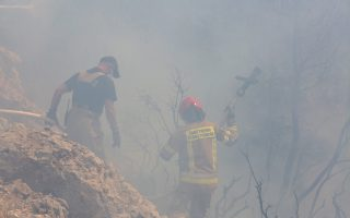 firefighters-rushing-to-contain-flareups-outside-athens