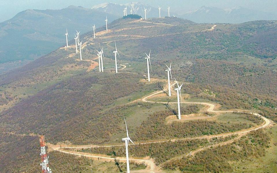 Gov't tells regulator to withdraw wind turbine permits in fire-affected areas | eKathimerini.com