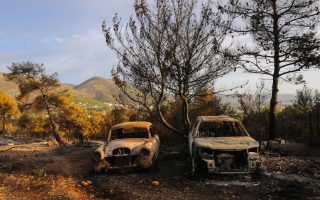 firefighters-contain-wildfire-at-resort-near-athens