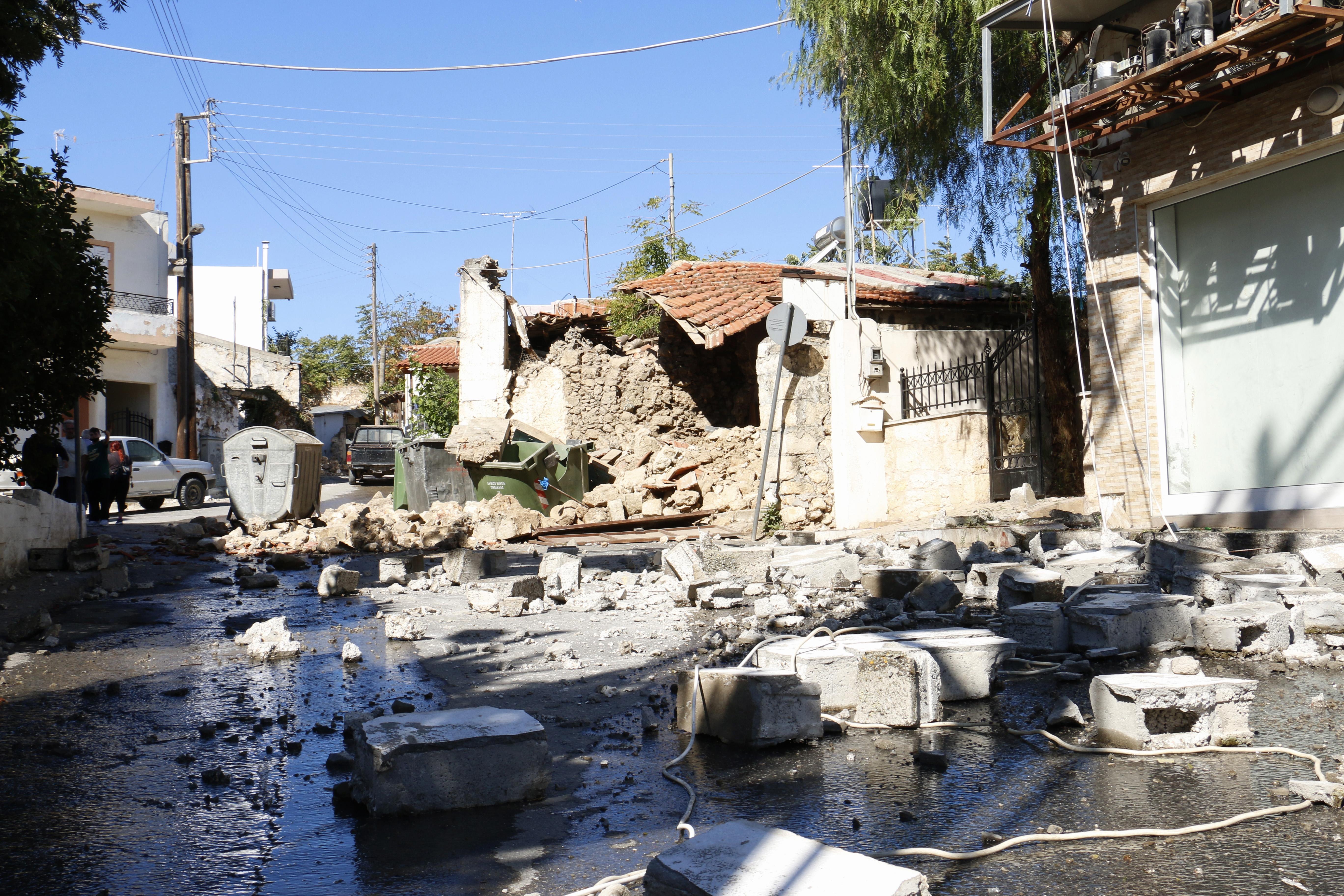 strong-quake-hits-greek-island-of-crete-one-dead-20-injured1