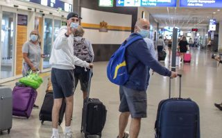 flow-of-us-arrivals-continues