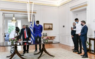 giannis-antetokounmpo-s-mother-and-brother-granted-honorary-greek-citizenship