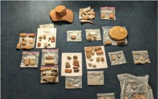 american-couple-arrested-at-athens-airport-with-antiquities