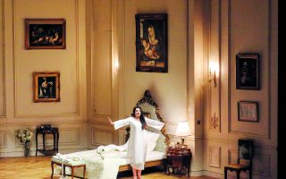 abramovic-s-ode-to-callas-comes-to-athens