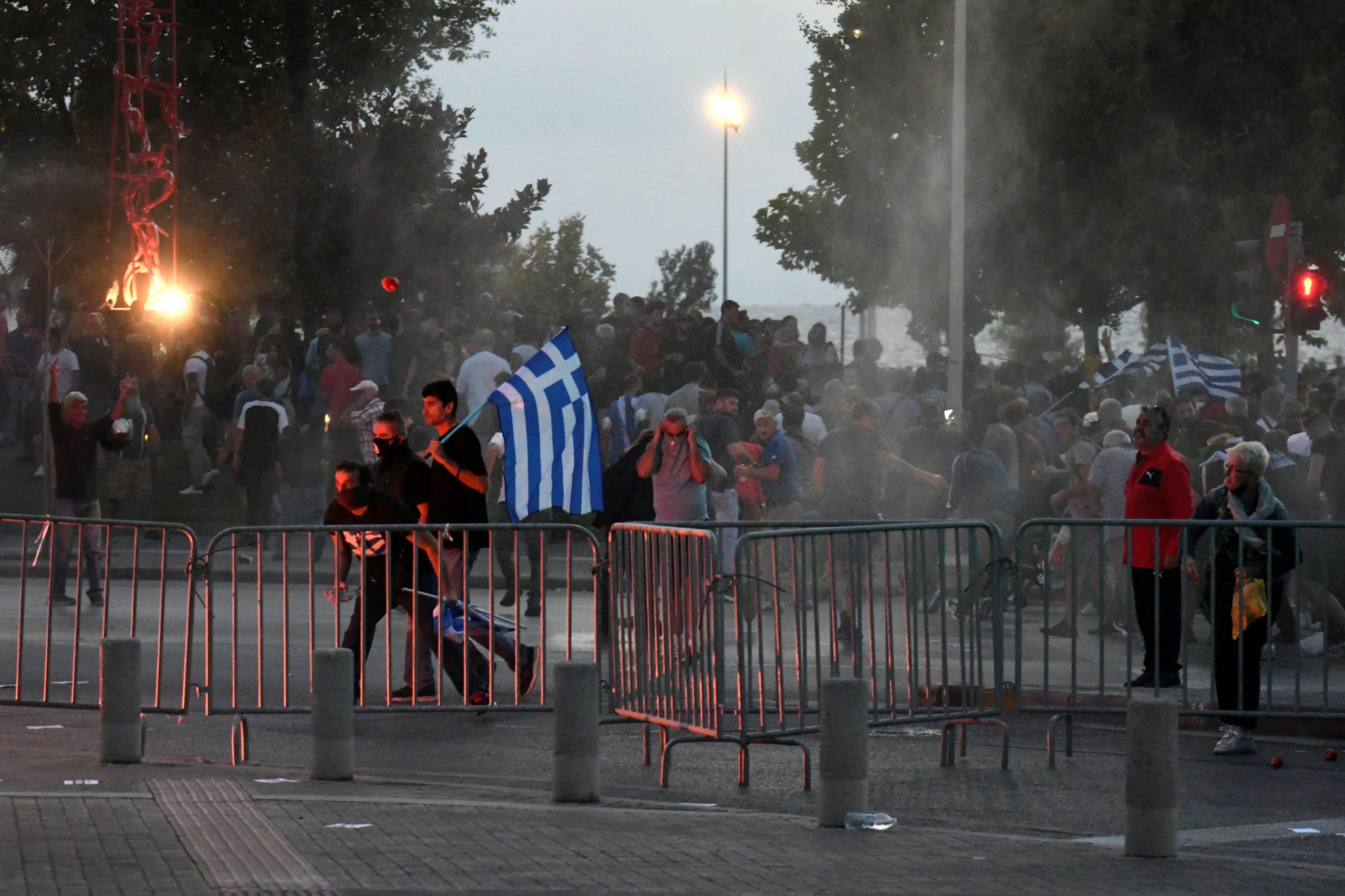 Anti Covid vaccine protesters clash with police in Greece | eKathimerini.com