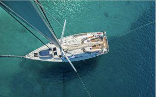 sailing-boat-sinks-off-poros-nine-rescued