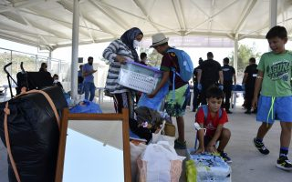 greek-authorities-begin-moving-migrants-into-new-camp