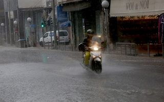 heavy-rain-floods-streets-in-athens-thessaloniki