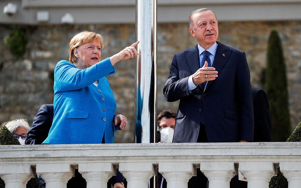 Erdogan bids farewell to Merkel after 16 years   eKathimerini.com