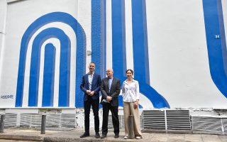 israeli-artist-inspired-by-waves-flag-colors-for-athens-mural