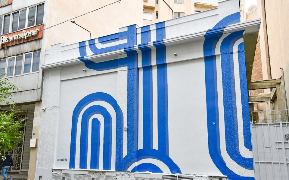 israeli-artist-inspired-by-waves-flag-colors-for-athens-mural1